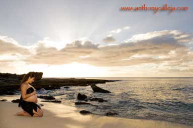 Oahu Beach Maternity Portrait