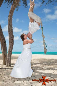 Honolulu Wedding photography spiderman kiss